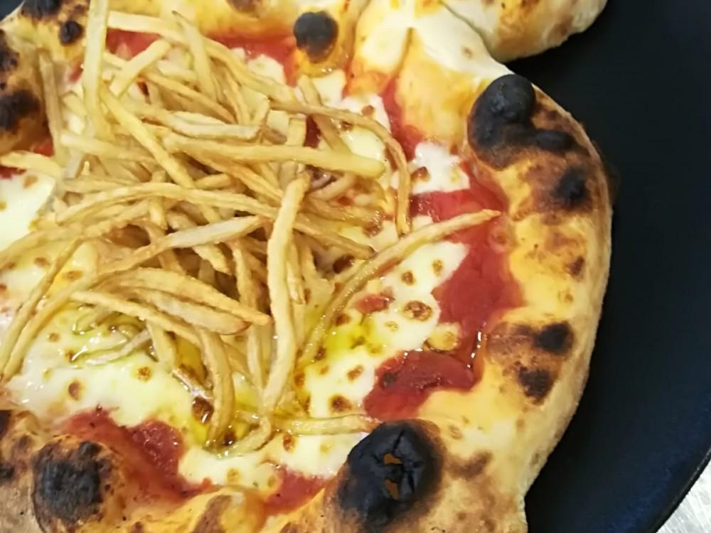 Pizza baby Margherita con patate fritte a fiammifero